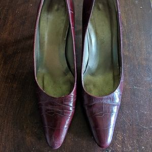Ann Taylor Burgundy Alligator Pumps